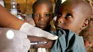 ВОЗ одобрила применение первой вакцины от малярии среди детей в Африке