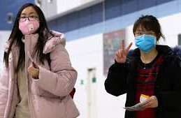 Новые исследования показали, чем полезна влага под защитной маской