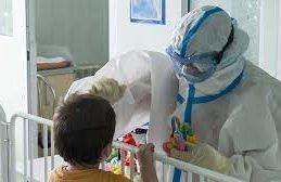 Коронавирус связали с необычными симптомами у детей