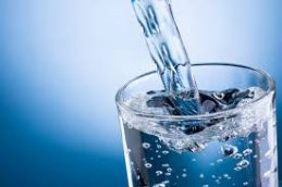 Сколько стаканов воды нужно пить в день