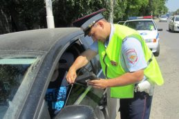 Тонировка и шторки на стекла автомобиля: необходимость и штрафы