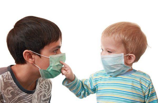 Медики советуют омичам не водить детей в бассейны и аквапарки из-за энтеровируса