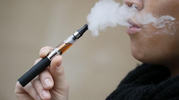 Вейпинг наряду с обычным курением приводит к инфекциям легких