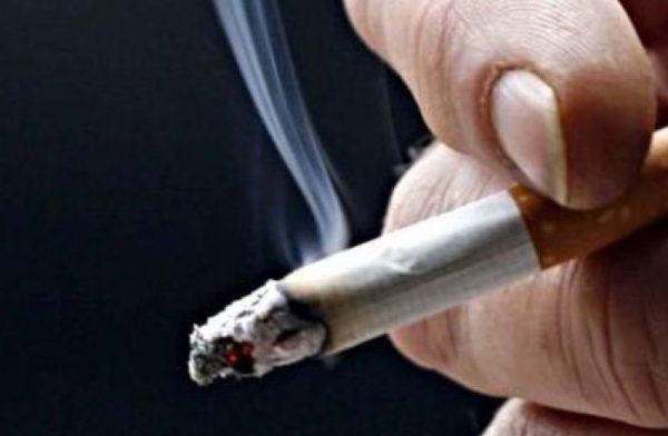 Курение наполовину снижает риск заражения COVID-19?