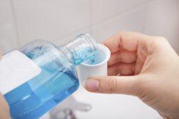 Ополаскиватели для рта могут задержать распространение коронавируса