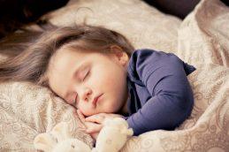 Коронавирус стал чаще и тяжелее поражать детей