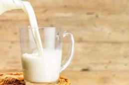 Названы болезни, которые может спровоцировать молоко