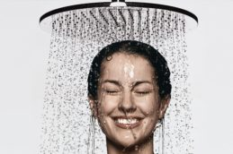 Почему душ лучше принимать вечером, а не утром?