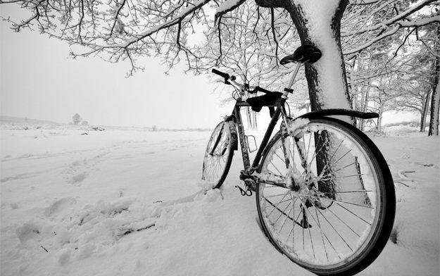 Прогулка на велосипеде в холодную погоду