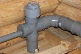 Вентиляционный клапан в туалете для канализации