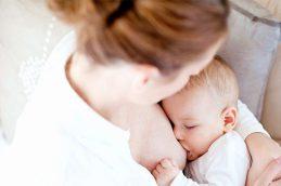 Польза не только малышу: названы заболевания, от которых кормление грудью защищает матерей