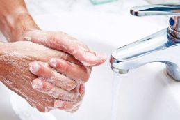 Ученые развеяли мифы о пользе горячей воды и антибактериального мыла