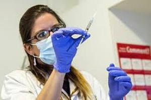 Антитела выжившего после Эболы человека помогут другим больным