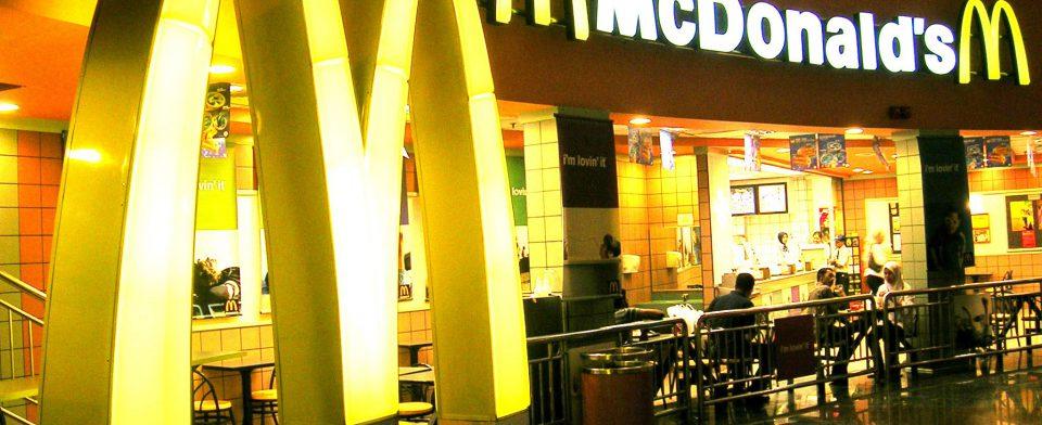 McDonald's пообещала снизить содержание антибиотиков в курятине по всему миру