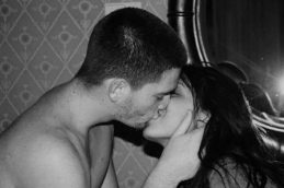 Поцелуй может спровоцировать сифилис и менингит