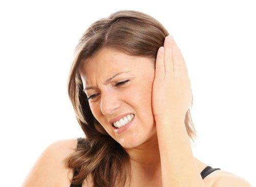 Болит ухо внутри: причины и что делать
