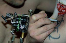 Использование техники нанесения татуировки при вакцинации может значительно повысить эффективность некоторых вакцин