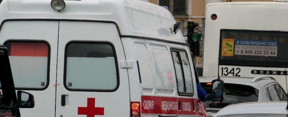 В Петербурге маленькая девочка отравилась, попив из бутылки, найденной на детской площадке