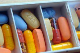 Московские власти пообещали обеспечить лекарствами пациентов Федерального центра СПИД