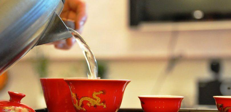 Почему тибетские монахи по утрам пьют горячую воду
